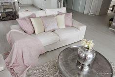 Coconut White: Olohuoneen keväiset tekstiilit