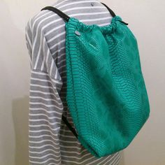 T-JOY | Nový EASY SACK v krokodýlím designu a letní tyrkysové barvě, černobílá vnitřní látka, černé zipy a popruhy.Cena 1.500,-Kc Objednávky do directu. #easysack #easysackcroco #newinshop #mmstudiocollection #summer #sack #fashion ##sack #vak #bag #backpack #style #mystyle #leto #conazada #chcimitvolneruce Drawstring Backpack, Joy, Backpacks, Design, Fashion, Moda, Fashion Styles, Glee