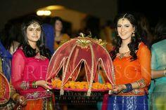 Indian Wedding Gifts, Desi Wedding Decor, Wedding Favours Luxury, Indian Wedding Decorations, Wedding Ceremony Decorations, Wedding Crafts, Wedding Entrance, Wedding Stage, Wedding Pics
