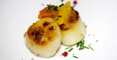 This how to food technique article will easily teach you everything you need to know to make perfectly seared sea scallops at home, every time! Dried Scallops, Sea Scallops, Coarse Sea Salt, Scallop Recipes, Serious Eats, Main Meals, Cooking Tips, Paleo, Keto