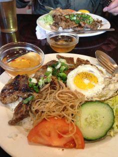 Đầu tiên là Cơm Tấm - Vietnamese broken rice - fải hok ta, tên gì dài zữ vậy??? @.@