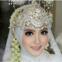 Wedding hijab Hijabi Wedding, Wedding Hijab Styles, Muslimah Wedding Dress, Popular Wedding Dresses, Muslim Wedding Dresses, Winter Bridesmaid Dresses, Velvet Bridesmaid Dresses, Indonesian Wedding, Wedding Playlist