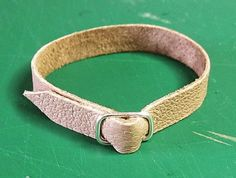Raccoons Rags: Free tutorial: How to make your own doll sized belt buckles.