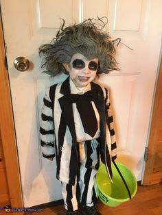 9 winona ryder characters that make amazing halloween costumes beetlejuice halloween costume contest at costume works solutioingenieria Gallery