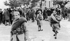 Τα Τάγματα Ασφαλείας (ή αλλιώς Γερμανοτσολιάδες ή Ταγματασφαλίτες) ιδρύθηκαν το 1943 από την ελληνική κυβέρνηση-μαριονέτα του Ιωάννη Ράλλη κατά τη Γερμανική κατοχή. Ήταν στρατιωτικές ομάδες που δημιουργήθηκαν με σκοπό την υποστήριξη των γερμανικών δυνάμεων κατοχής. Historical Photos, Athens, Kai, Greece, World, Don't Forget, Historia, Historical Pictures, Greece Country