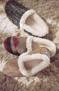 TOMS wool slippers make a great gift http://rstyle.me/n/trfj9r9te