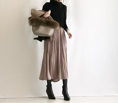 【coordinate】UNIQLOカシミヤセーター×プリーツスカンツ/セレモニースーツ | Umy's プチプラmixで大人のキレイめファッション Fashion D, Japan Fashion, Fashion Over 50, Minimal Fashion, Modest Fashion, Skirt Fashion, Daily Fashion, Fashion Beauty, Winter Fashion