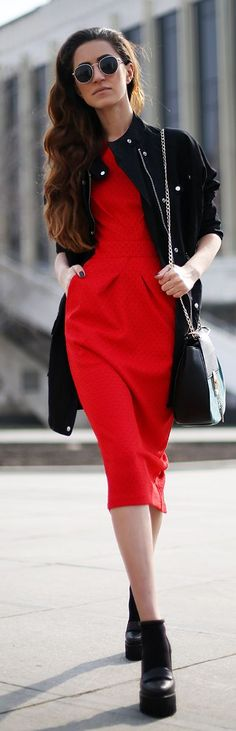 Red Chic Dress Outfit Idea Red Fashion Outfits, Modest Fashion, Fashionable Outfits, Fashion Black, Street Fashion, Womens Fashion, Yes To The Dress, Street Style, Online Fashion Stores