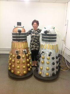 Life-sized Dalek cakes!!! How outrageous and by outrageous I mean bad ass is this?