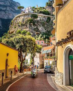 Positano Amalfiküste Italien von via: - Rachael Wheeler - Reise Places Around The World, Oh The Places You'll Go, Places To Travel, Places To Visit, Travel Destinations, Amalfi Coast Italy, Positano Italy, Voyage Europe, Travel Aesthetic