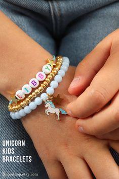 Unicorn party favor for girls Little Girl Jewelry, Girls Jewelry, Unicorn Birthday, Unicorn Party, Kids Bracelets, Beaded Bracelets, Unicorn Names, Acrylic Letters, Little Girl Names