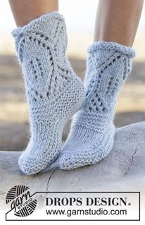 """North Shore - Knitted DROPS slippers in garter st with lace pattern in """"Eskimo"""". Size 35 - 42 - Free pattern by DROPS Design Easy Knitting Patterns, Loom Knitting, Knitting Socks, Free Knitting, Crochet Patterns, Knitted Slippers, Slipper Socks, Crochet Slippers, Knit Crochet"""