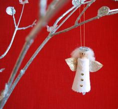Christmas Craft Clothespin Angels I know there are alot of clothespin angels out there, but this is an easy version that your k. Santa Crafts, Nativity Crafts, Snowman Crafts, Crafts To Make, Christmas Crafts, Christmas Ideas, Handmade Christmas Gifts, Diy Christmas Ornaments, Christmas Wreaths