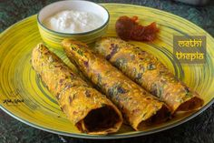 Methi Thepla-Gujarati Methi Thepla recipe- Kali Mirch by Smita Healthy Breakfast Snacks, Best Breakfast, Indian Bread Recipes, Lime Pickles, Kneading Dough, Snacks Dishes, Vegetarian Chili, Snack Recipes, Cooking