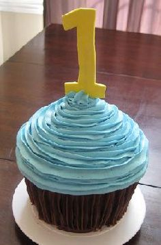 cute and simple cupcake smash cake