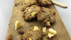 Apple Cinnamon Cookies. These healthy oatmeal apple cinnamon cookies are really quick to make. They are very nutritious and could also be a perfect breakfast. You can find the recipe online on organichappiness.nl or via the 'visit' button. Cinnamon Cookies, Apple Cinnamon, Organic Cookies, Perfect Breakfast, Lactose Free, I Foods, Healthy Snacks, Oatmeal, Treats