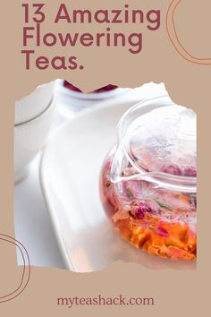 Beauty and health, that's what the flowers produce in your body. Natural infusions have been taken for thousands of years to attenuate diseases, reduce tiredness and supplement food. Iced Tea Recipes, Tea Benefits, Flower Tea, Herbal Tea, Drinking Tea, Herbalism, Amazing, Health, Natural