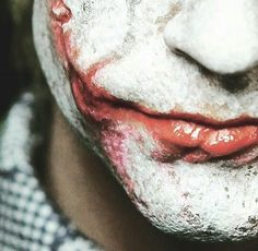The bankrupt comedian Arthur Fleck is violent thugs in the streets of Gotham City. Disregarded by society, Fleck starts to get crazy and becomes the criminal known as the Joker. Le Joker Batman, Der Joker, Heath Ledger Joker, Joker Art, Joker And Harley Quinn, Gotham City, Joaquin Phoenix, Sucide Squad Movie, 3 Jokers