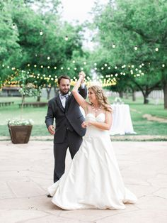 Photography: Rachel Solomon - www.rachel-solomon.com  Read More: http://www.stylemepretty.com/2015/06/09/al-fresco-arizona-garden-wedding/