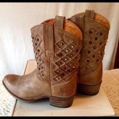 $1.99 SHIPPING Fry Deborah Pin Tuck Boot Sand color. Studded. Worn less than 10 times. Still smell like leather. Barley visible sign of wear on the toe of the boots. Frye Shoes Ankle Boots & Booties