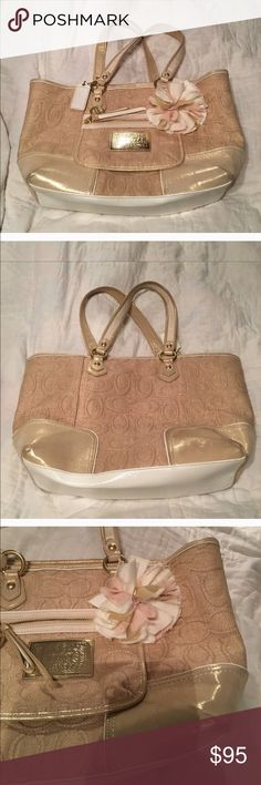 🎀 Coach Poppy Gold Linen Tote 🎀15.5 X 10 X 4. Top zipper. Pockets and zippered pocket inside. Most beautiful bag I've ever seen. Comes with dust bag. Never carried. Was going to give as a gift. But couldn't. Coach Bags Shoulder Bags