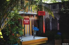 La célèbre marque de rhum Havana Club s'installe à Paris pour initier à l'art du Mojito cubain. #streetmarketing #marketing Street Marketing, Mojito, Transformers, Little Havana, Fair Grounds, Community, Paris City, Indoor, Interior