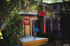 La célèbre marque de rhum Havana Club s'installe à Paris pour initier à l'art du Mojito cubain. #streetmarketing #marketing Street Marketing, Mojito, Transformers, Little Havana, Fair Grounds, Indoor, Neon Signs, Community, Interior