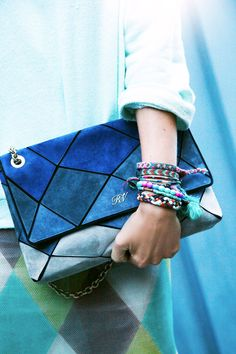 Paris Street Style Accessories via @ELLE Magazine (US) Magazine (US)