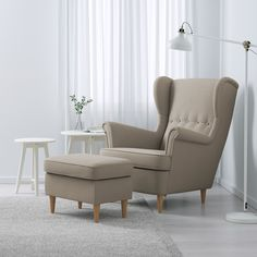 Ikea Living Room, Living Room Chairs, Living Room Furniture, Dining Chairs, Dining Room, Strandmon Ikea, Poltrona Bergere, Chaise Ikea, Living Room Ideas