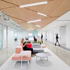 """344 mentions J'aime, 7 commentaires - Gensler Architecture & Design (@gensler_design) sur Instagram : """"Style is ubiquitous in Stitch Fix's new headquarters in San Francisco. Employees can collaborate in…"""""""