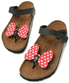 Too cute! MINNIE MOUSE SANDALS!