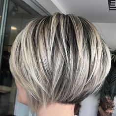 Don't like the jagged extras long pieces at the front JG Bob Hairstyles For Thick, Haircuts For Fine Hair, Short Hair With Layers, Short Hair Cuts, Medium Hair Styles, Curly Hair Styles, Gray Hair Highlights, Ash Blonde Hair, Hair Color And Cut
