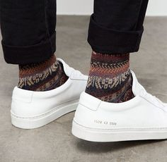 Common Projects Achilles Low with Winter socks Fashion Shoes, Sneakers Fashion, Mens Fashion, Fashion Outfits, Catwalk Fashion, Style Fashion, Latest Fashion, Fashion Ideas, Shoes Sneakers