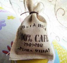 Un recuerdo de boda original, una bolsita de arpillera o tela de saco, DIY.  Ven a ver mi mini tutorial!
