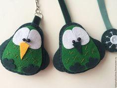 Комплект закладка для книг и брелок для ключей из фетра Птички - болотный