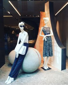 """MAXMARA, London, UK, """"Listen Jennifer... Casual style has never been so explicitly fashionable"""", photo by Windowshoppings, pinned by Ton van der Veer"""