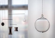 Munari – koule s kovovým očkem Montessori, Mobiles, Lighting, Home Decor, Paper Board, Decoration Home, Room Decor, Mobile Phones, Lights