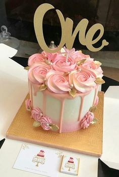 Cupcakes birthday buttercream roses 16 Ideas for 2019 1st Birthday Cake For Girls, Pretty Birthday Cakes, Birthday Cakes For Teens, Birthday Cupcakes, Birthday Ideas, Cake Decorating Roses, Birthday Cake Decorating, Decorating Ideas, Teen Cakes