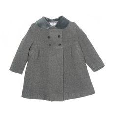 Completa el look clásico con este abrigo gris de paño en la sección Abrigos y Cazadoras de Niña. La mejor moda infantil online para niña, niño y bebé www.pepaonline.com