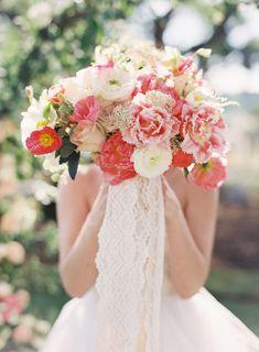 Wedding Bouquets :     Picture    Description  The prettiest coral hued bouquet: Photography : Caroline Tran Read More on SMP: www.stylemepretty…    - #Bouquets https://weddinglande.com/accessories/bouquets/wedding-bouquets-the-prettiest-coral-hued-bouquet-photography-caroline-tran-read-more-on-smp/
