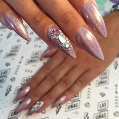 Marcamos tendencia en uñas Uñas Esculpidas en Acrílico  Recoleta, Bs. As. • Argentina  hola@estoeslasunias.com