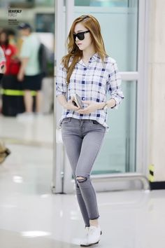 SNSD Jessica. Airport fashion. White plaid. Gray jeans. White oxfords. Light colored outfit.