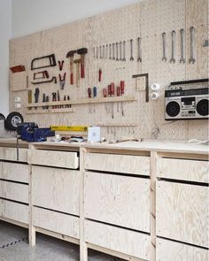 Love this workbench! Currently re-organizing my workshop looking for some inspiration by carvetocreate