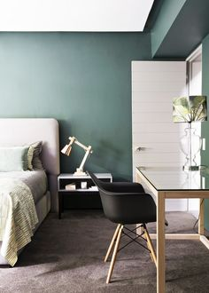 green wall + pink headboard + brown carpet Believe It or Not: 9 Bedrooms Absolutely Killing It With Wall-to-Wall Carpet Green Bedroom Design, Bedroom Green, Home Bedroom, Bedroom Decor, Green Bedrooms, Bedroom Designs, Brown Carpet Bedroom, Bedrooms With Carpet, Bedroom Carpet Colors
