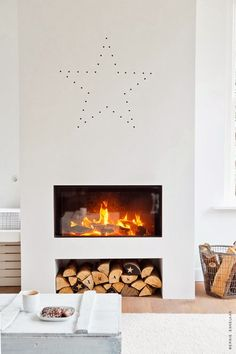Check out the logs! Merry Minimalist Christmas: Inspiration from a Chic Home in Holland — My Scandinavian Home Home Fireplace, Fireplace Design, Fireplace Mantels, Fireplaces, Christmas Fireplace, Simple Fireplace, Wood Mantle, Modern Fireplace, Sweet Home