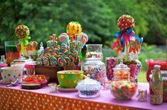 décoration de table d'anniversaire en été avec buffet pour enfant