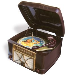 Admiral Radio-phonograph model 1949 A design made of bakelite in in USA. Old Record Player, Record Players, Radios, Vintage Records, Vintage Music, Old Technology, Old Time Radio, Phonograph, Old Tv