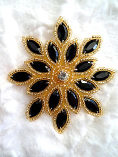 Embroidery Neck Designs, Hand Embroidery Flowers, Embroidery Flowers Pattern, Embroidery Stitches, Bead Embroidery Tutorial, Bead Embroidery Jewelry, Beaded Embroidery, Beads And Wire, Gold Beads