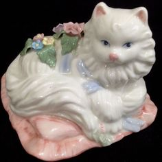 White Fluffy Porcelain #Cat #sanfranciscomusicboxcompany  Co Plays Memories Watch Clip#Musicboxes