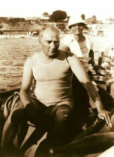 Photos of Atatürk - MustafaKemâlim - adel home Republic Of Turkey, The Republic, Blond, Turkish Army, The Legend Of Heroes, The Turk, Historical Quotes, Great Leaders, Black And White Photography